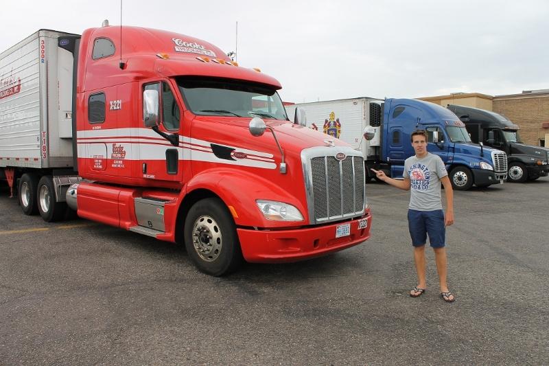 vrachtwagen-bij-truckstop