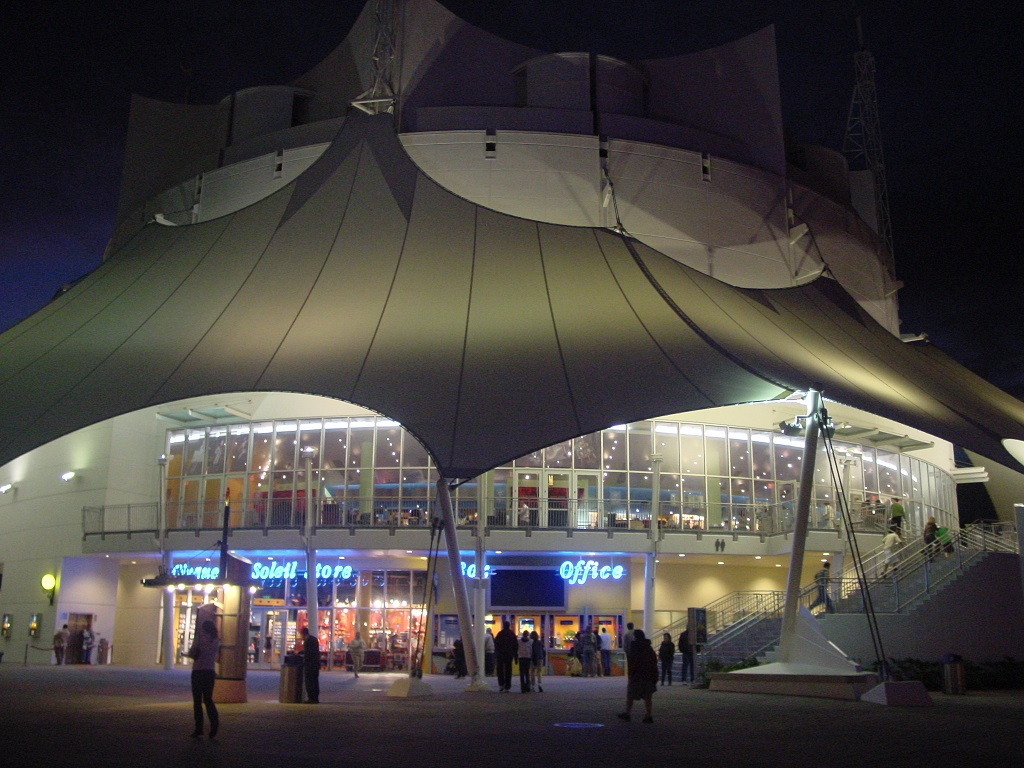 Venue_for_Cirque_du_Soleil's_La_Nouba_at_Downtown_Disney site